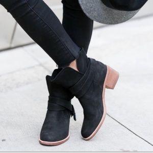 UGG Elora Suede Nubuck Leather Bootie Black 6.5